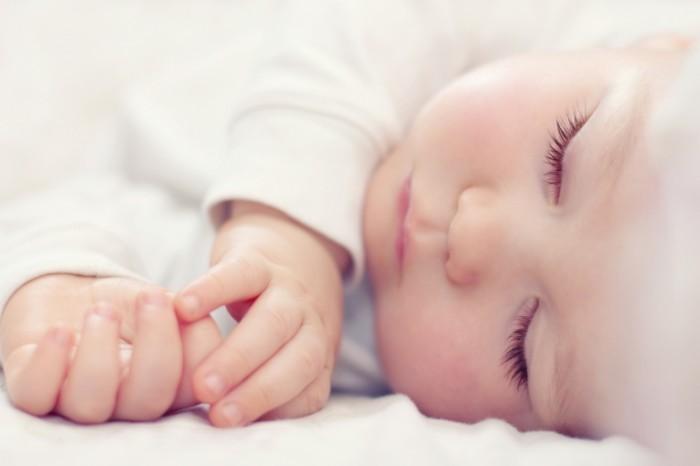 Sleeping-Baby-Fotolia_44952066-700x466