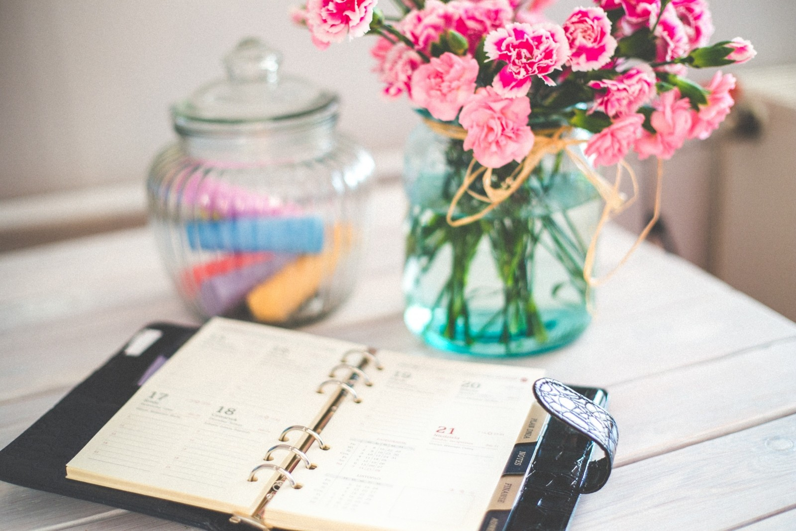 personal-organizer-and-bunch-of-pink-flowers-in-vase-on-desk[1]