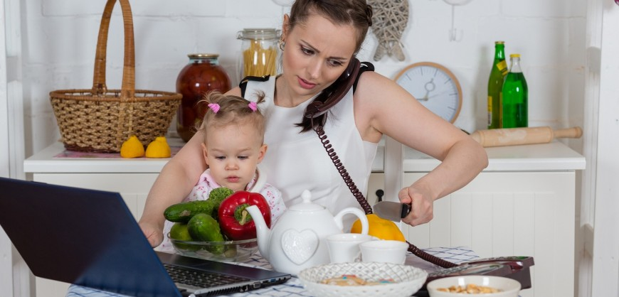 bigstock-Mother-With-Baby-In-Kitchen-46438867-1-870x418[1]